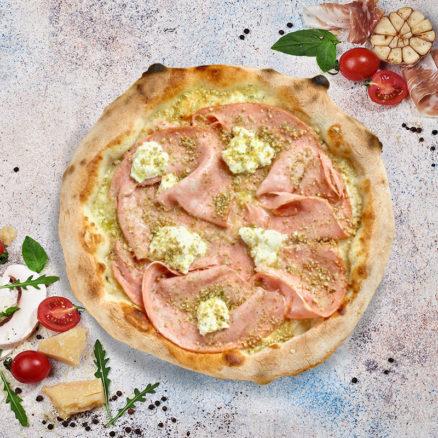 Піца з мортаделлою